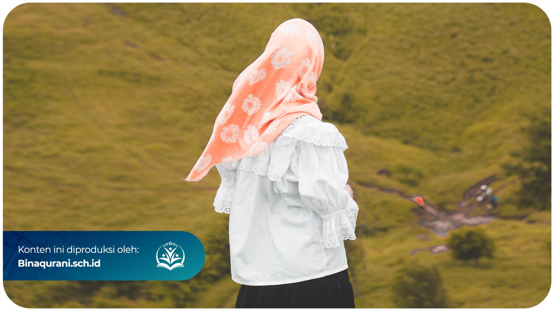 Bina-Qurani-Bagaimana-Hendaknya-Seorang-Wanita-Memakai-Pakain